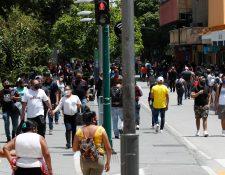 La población sigue percibiendo que lo peor de la pandemia está por venir, y esperan que los casos de contagios lleguen a 100 mil.  (Foto Prensa Libre: Hemeroteca PL)