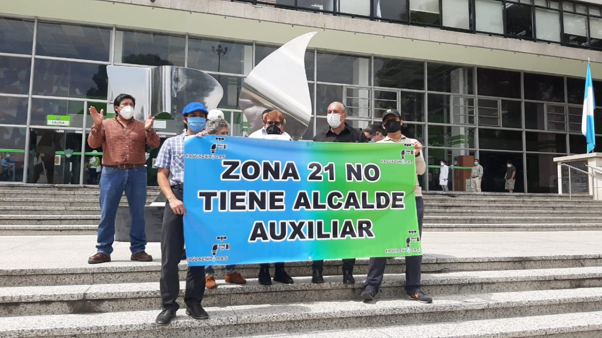 Vecinos de la zona 21 exigen a la municipalidad que cumpla con resolución de la CC y los abastezca de agua