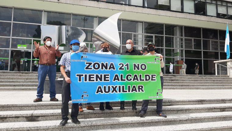 Vecinos de Nimajuyú, zona 21, exigen a la Municipalidad de Guatemala que cumpla con la orden de la CC de suministrarles agua las 24 horas. (Foto Prensa Libre: Andrea Domínguez)