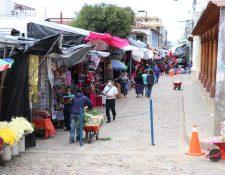 Quichelenses hacen compras en un mercado de la cabecera. (Foto Prensa Libre: Héctor Cordero)