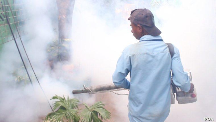 Jornada de fumigación en Nicaragua para prevenir la propagación de los mosquitos que causan el dengue, zika y chikungunya. [Foto: Daliana Ocaña]