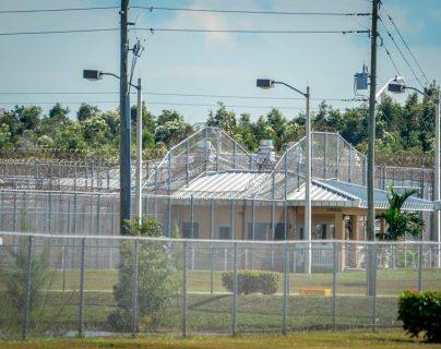 Detalle de un edificio del centro de detención de Krome. (Foto Prensa Libre: EFE)