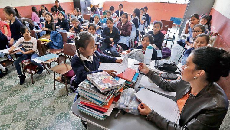 La suspensión de clases por el covid-19 comenzó el pasado 16 de marzo. (Foto Prensa Libre: Hemeroteca PL)
