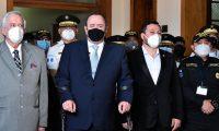 Presidente Alejandro Giammattei y autoridades de Gobernación durante un mensaje a la Nación. (Foto Prensa Libre: Presidencia)