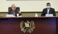Binomio presidencial Alejandro Giammattei y Guillermo Castillo, en una reunión con medios este 31 de julio en la Casa Presidencial. (Foto Prensa Libre: Presidencia)