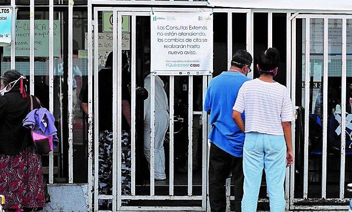 Las consultas externas permanecen cerradas desde marzo pasado lo que ha dejado sin acceso a tratamiento a miles de personas. Área de consulta externa del Hospital General San Juan de Dios. (Foto Prensa Libre: Hemeroteca)