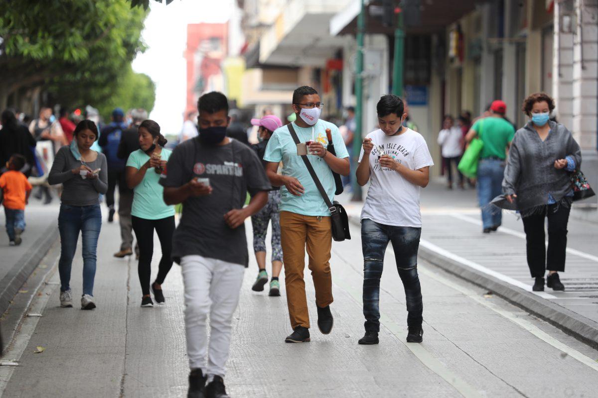 Coronavirus: Mensajes oficiales de prevención no persuaden a jóvenes