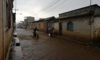 Fuerte lluvia que se registró en El Tejar, Chimaltenango. Conred alertó de aumento de lluvias en las próximas horas. (Foto Prensa Libre: César Pérez)