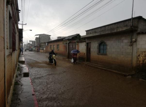 Alerta: Autoridades prevén aumento de las lluvias en el país en las próximas horas y durante el fin de semana