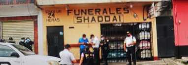 Agentes del MP y PNC catean una funeraria implicada en el doble crimen.
