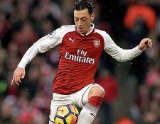 Mesut Özil no pasa por su mejor momento en el Arsena. (Foto Prensa Libre: Hemeroteca PL)