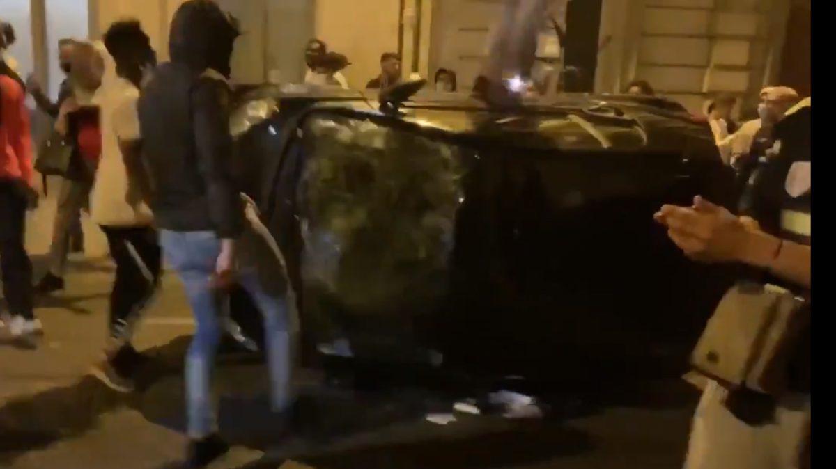 Aficionados del PSG causan disturbios en la capital francesa por la derrota de su equipo en Champions