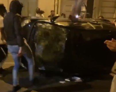 Los aficionados inconformes realizaron disturbios en París, Francia. Foto Prensa Libre: Captura de video.