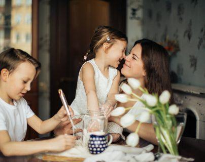 Es importante enseñarle a los niños sobre el valor del dinero.  (Foto Prensa Libre: Elly Fairytale en Pexels)