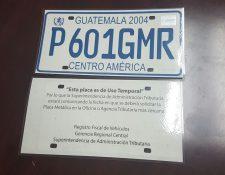 desde el 2018 la SAT brinda placas temporales de plástico y cartón. (Foto, Prensa Libre: Hemeroteca PL).