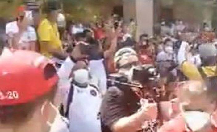 Vecinos de Chiquimula recibieron con banderas y aplausos a su equipo el Sacachispas.