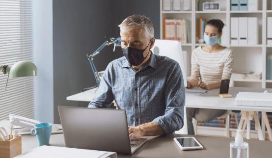 Hay dos tipos de guías, la del Ministerio de Salud y la de Trabajo, enfocadas en la seguridad y salud ocupacional. (Foto Prensa Libre: Shutterstock)
