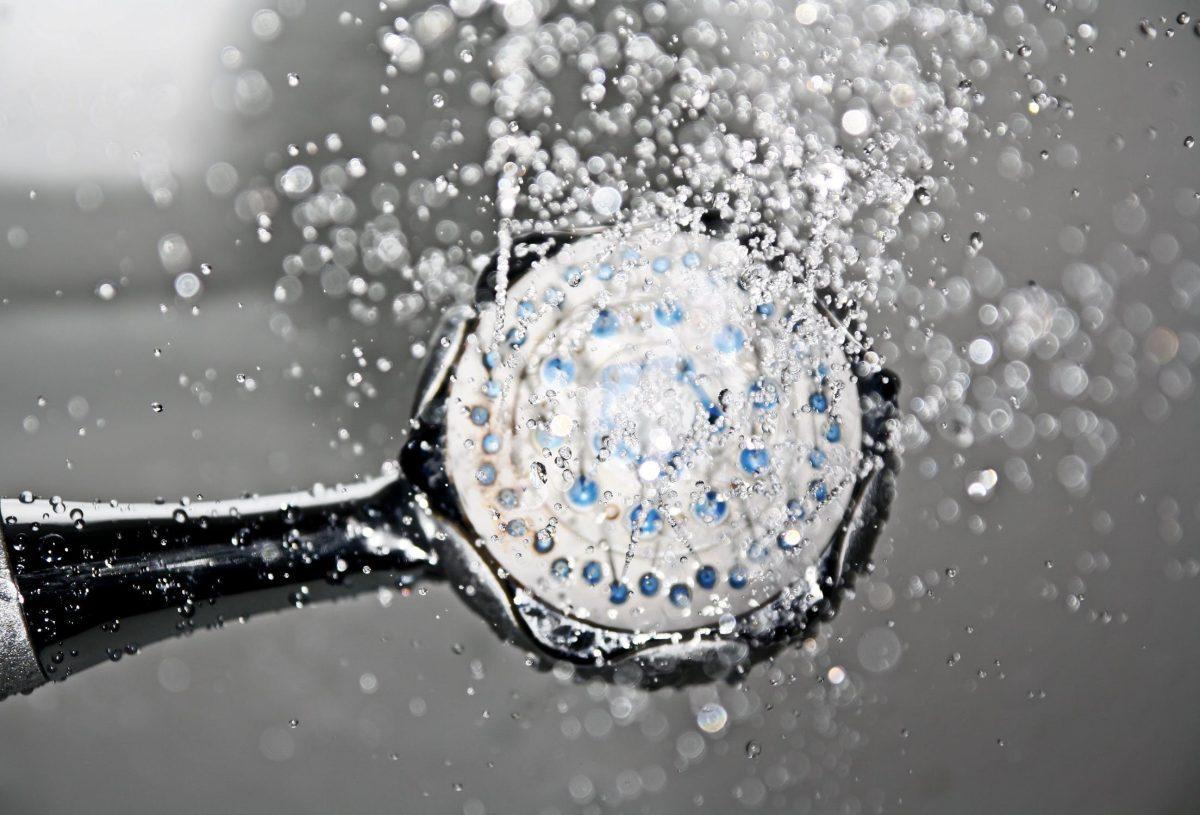 Verificamos por usted: Ayunar y bañarse con agua fría no fortalece el sistema inmunitario en pocos días
