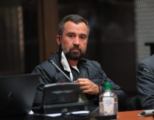 Alejandro Sinibaldi, exministro de Comunicaciones, al momento de conocer el motivo de su detención. (Foto Prensa Libre: Carlos Hernández)