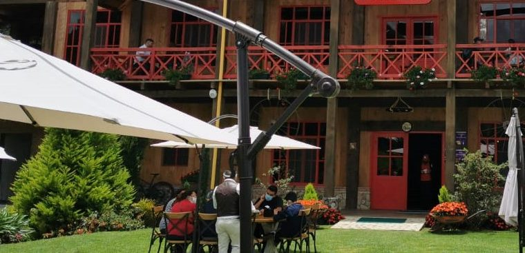 Restaurantes en Tecpán, cuentan con áreas verdes recibieron visitantes en la primera semana de reapertura de diversas actividades. (Foto, Prensa Libre: Camtur).