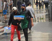 Trabajo formal se ha reducido  y muchos han encontrado alguna opción en el sector informal. (Foto, Prensa Libre: Hemeroteca PL).