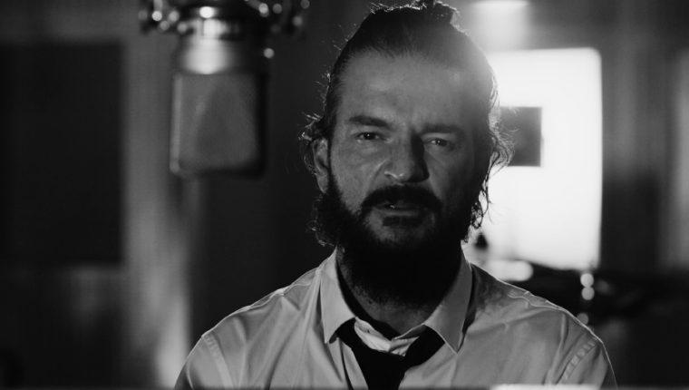 """Ricardo Arjona promociona la canción """"Tu retrato"""", pieza que incluye en el álbum """"Blanco"""". (Foto Prensa Libre: Cortesía Metamorfosis)"""