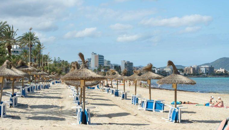 Playa de Son Moll, en Capdepera, Mallorca, el 17 de julio de 2020. Shutterstock / Jaz_Online