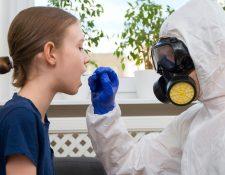 Según la Universidad de Yale las pruebas de coronavirus en la saliva podrían ser tan precisas o mejores que las nasales (Foto Prensa Libre: news.yale.edu)