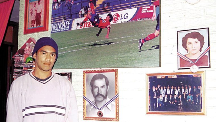 Carlos 'el Pescado' Ruiz está cumpliendo 41 años. (Foto Prensa Libre: Hemeroteca PL)