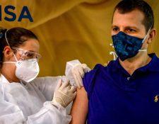 Varis vacunas en fase 3 están siendo probadas en Brasil.