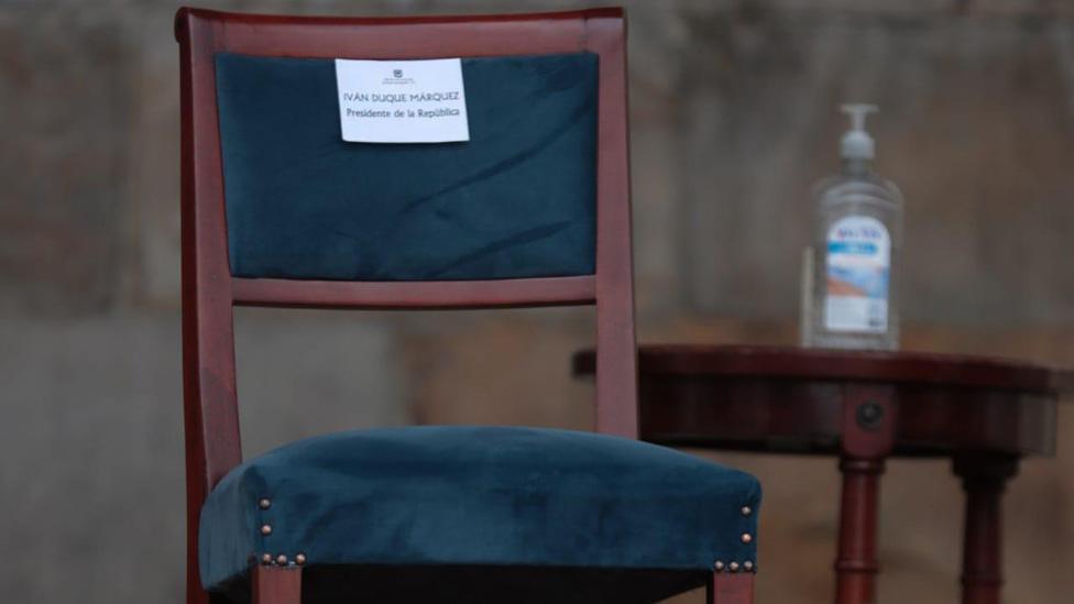 La silla vacía en Colombia: qué significa el símbolo (y qué dice sobre la puja entre Iván Duque y Claudia López