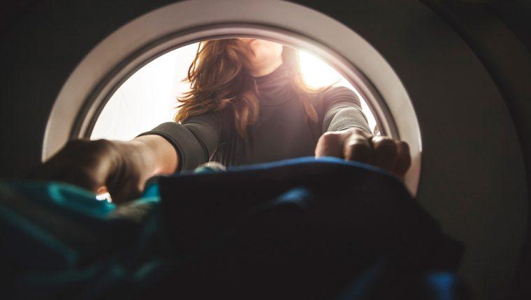 No todas las lavadoras liberan la misma cantidad de microfibras al agua residual. GETTY IMAGES