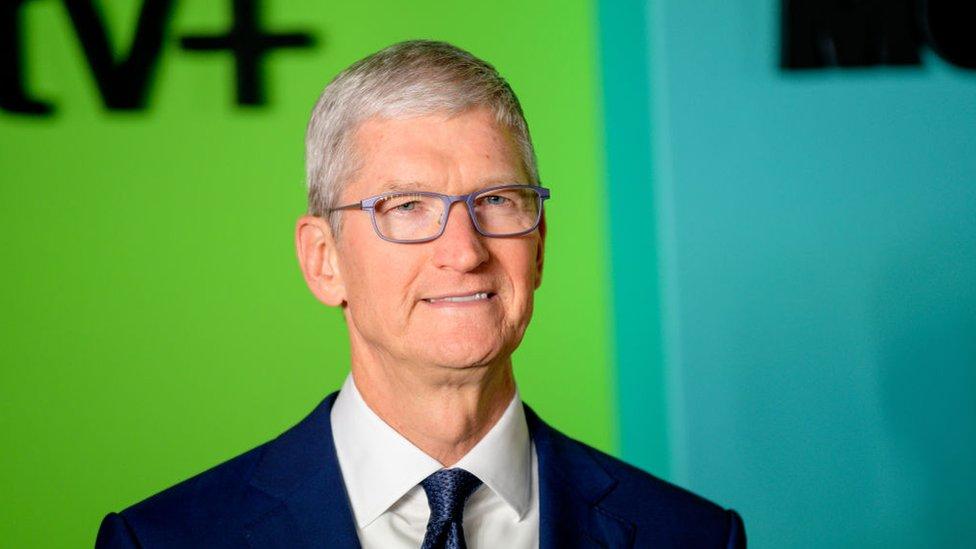 """Qué es la """"regla del silencio incómodo"""" que utilizan famosos emprendedores como Tim Cook o Jeff Bezos"""