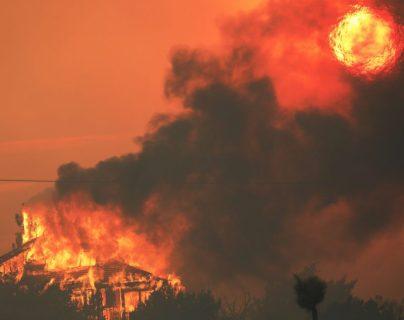 Los incendios siguen sin control en California. (Foto Prensa Libre: AFP)