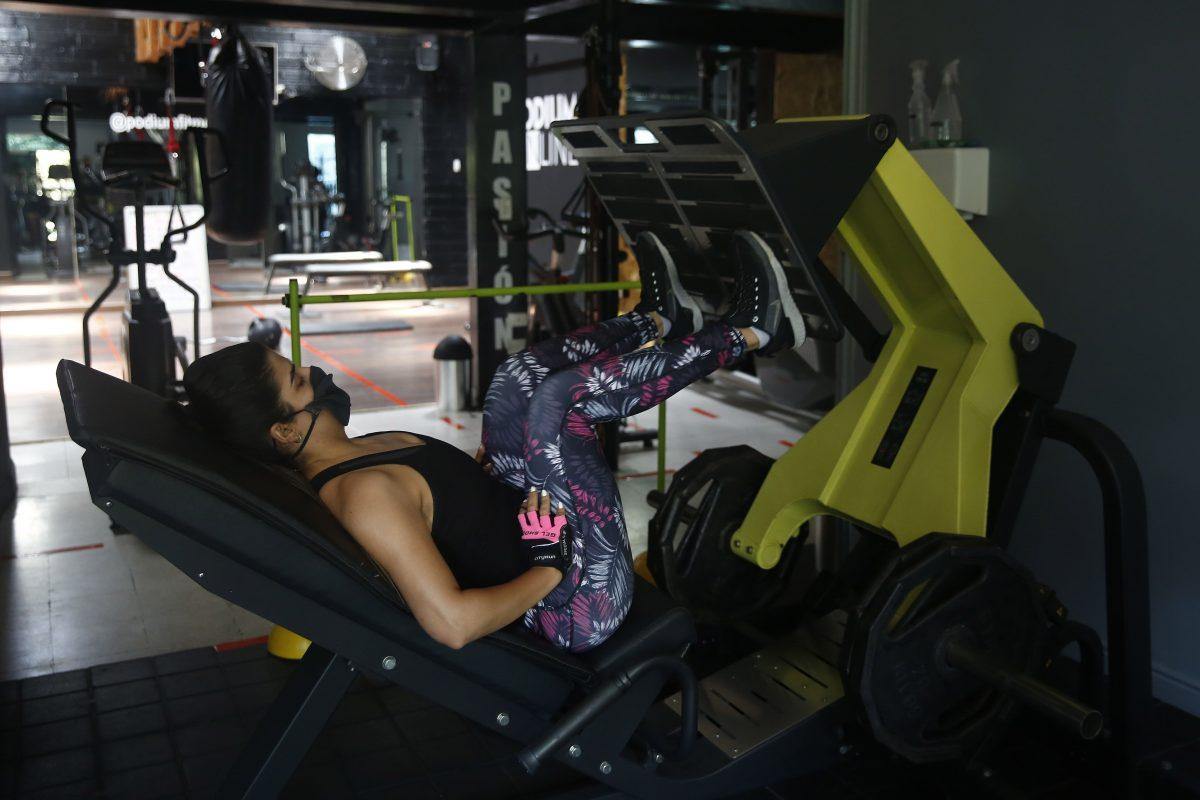 Los gimnasios comenzaron a funcionar con protocolos de prueba. Hay discusión sobre usar o no mascarilla para realizar ejercicios. Foto Prensa Libre: Hemeroteca