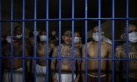 Guatemala, El Salvador y Honduras montaron un operativo en conjunto para detener a pandilleros. Imagen de archivo de reos de El Salvador. (Foto Prensa Libre: EFE)