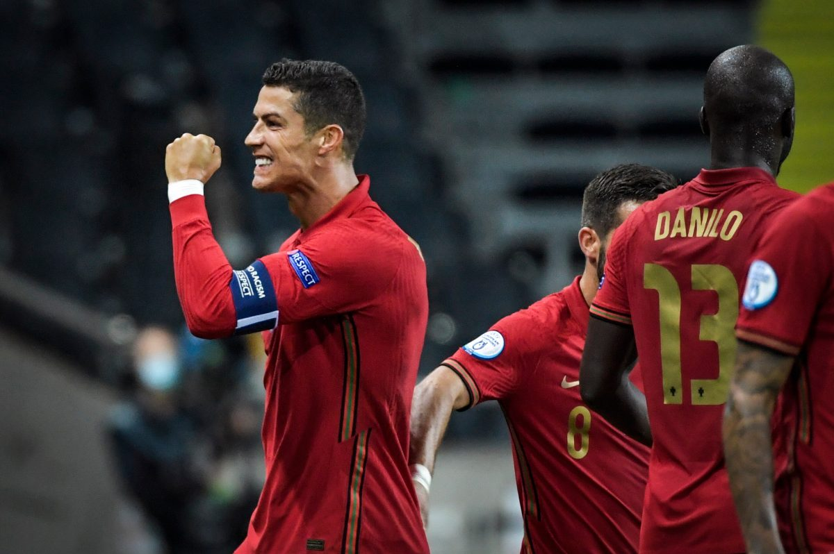 VIDEO: El mundo se rinde ante Cristiano Ronaldo, quien anotó dos golazos y superó los 100 goles con Portugal