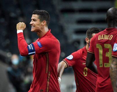 Cristiano Ronaldo festejó un doblete contra Suecia. (Foto Prensa Libre: EFE)