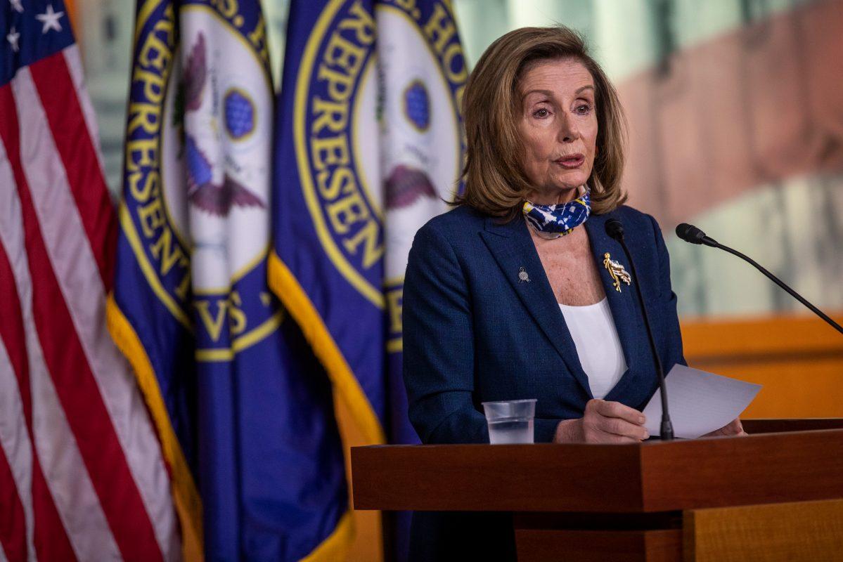 Pelosi pide investigar denuncia de histerectomías a migrantes en EE.UU.