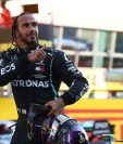 Lewis Hamilton, piloto de  Mercedes-AMG Petronas, festeja después de ganar en Mugello, Italia. (Foto Prensa Libre: EFE).