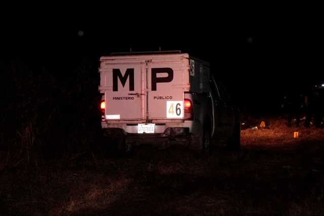 MP en el lugar del hallazgo de las tres víctimas. (Foto Prensa Libre: Cortesía)