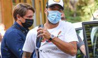 Luis Suarez llega a Iltalia para someterse a un examen de italiano para tramitar su pasaporte comunitario. (Foto Prensa Libre: AFP)