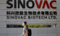 El mundo continúa a la espera de una vacuna que frene el avance del coronavirus. (Foto Prensa Libre: EFE)