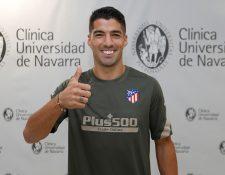 El delantero uruguayo Luis Suárez se sometió este viernes a las pruebas médicas del Atlético de Madrid. (Foto Prensa Libre: EFE).