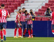 El delantero uruguayo del Atlético de Madrid Luis Suárez celebra su gol ante el Granada durante el partido de la tercera jornada de Liga que disputan en el Estadio Wanda Metropolitano en Madrid.  (Foto Prensa Libre: EFE).