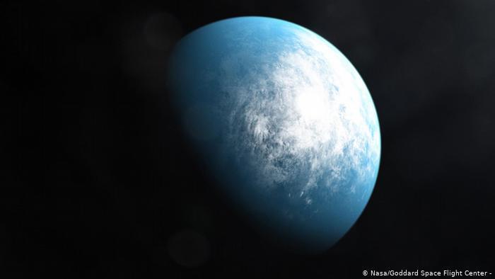 Foto de archivo: el exoplaneta TOI 700 descubierto por Tess, el satélite de la NASA de exploración de exoplanetas en tránsito.