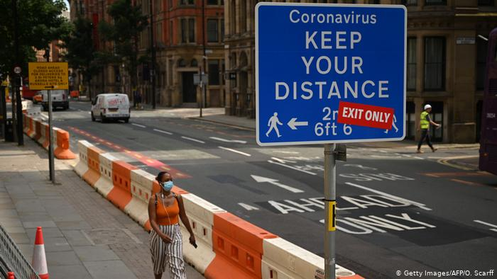 La mascarilla se usa en varios países para prevenir el coronavirus. (Foto Prensa Libre: DW)