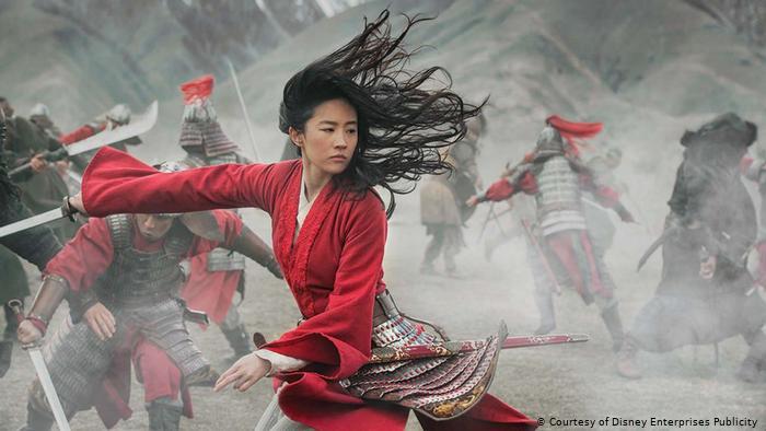 """El problema con """"Mulan"""": ¿por qué el """"remake"""" de Disney se enfrenta a un boicot?"""