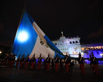 Así transcurrieron los actos conmemorativos de Independencia en la Plaza de la Constitución