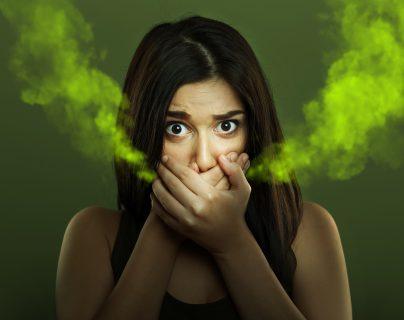 Una mala higiene bucodental y mala alimentación pueden provocar mal aliento. (Foto Prensa Libre: Shutterstock).